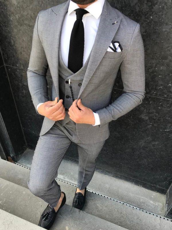costume augusto gris avec cravate et chaussures noires