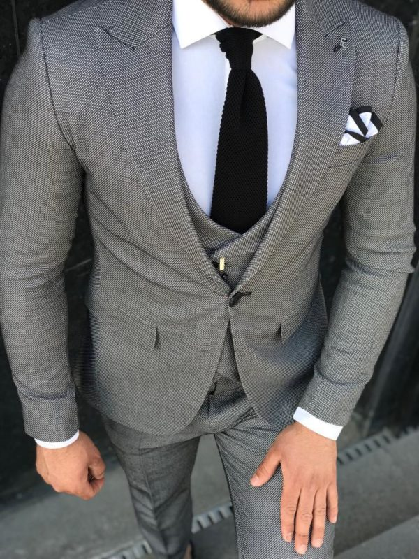 costume augusto gris
